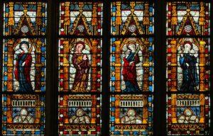 Glas in lood ramen in kerk